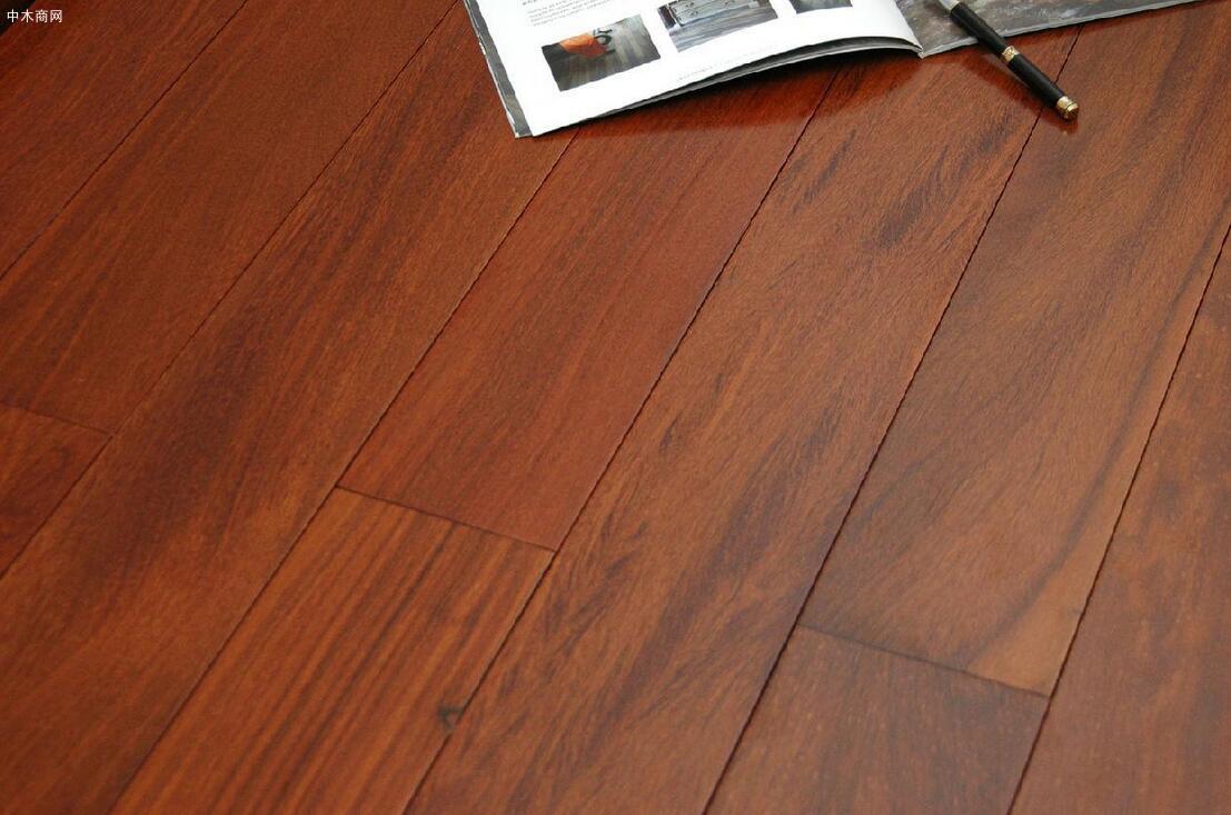 《木质地板使用规范》等2项人造板标准通过审查