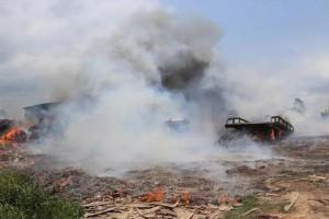 广西防城港一木材厂突然着火