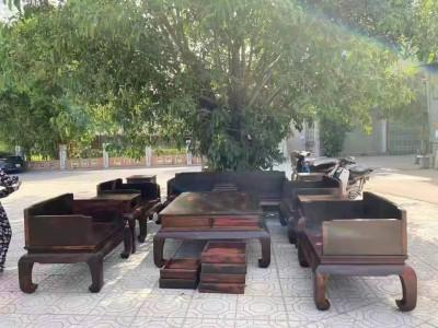 大红酸枝黑红老料素面光板沙发一套要多少钱?