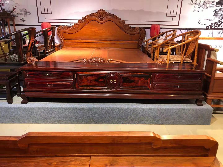 交趾黄檀(大红酸枝)两米四加长独板电视柜高清图片