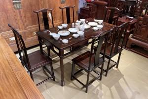 如何鉴别明式经典老挝大红酸枝灯挂椅餐桌七件套真假?